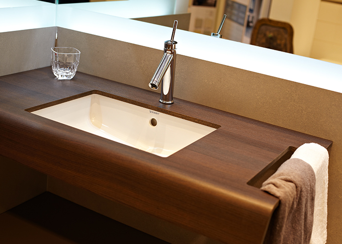 Mobile bagno etnico completo di specchio e lavabo in pietra