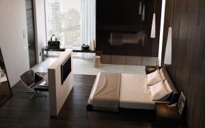 camera di hotel con parquet garofoli